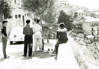 Michele Rosa a Segni (Fr) mentre ritrae il paesaggio - 3 Agosto 1961