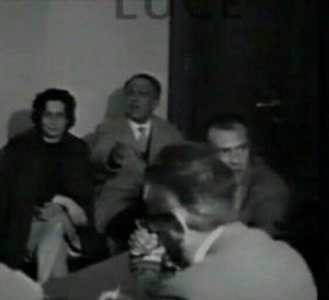 """Momento della riunione della giuria al concorso """"Pittura in Ciociaria"""" presso l'Abbazia di Casamari - aprile 1963"""
