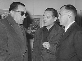 """Ernesto Cardamone e Giuseppe De Rosa si intrattengono in visita alla mostra personale di pittura di Michele Rosa presso """"La Saletta"""" di Frosinone - 1961"""