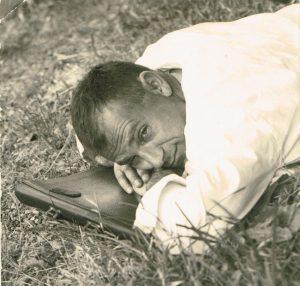 Durante una pausa, 1961