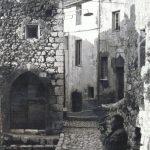 Michele ROSA (in primo piano) nel borgo di Fumone (Fr), 1965
